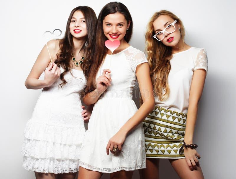 Melhores amigos 'sexy' à moda das meninas prontos para o partido fotografia de stock royalty free