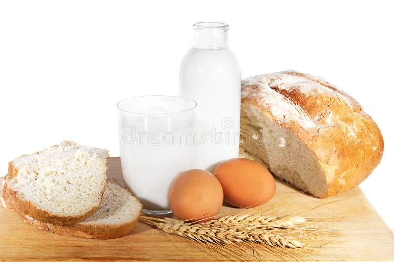 Melk, eieren, brood en tarwegraan royalty-vrije stock foto's