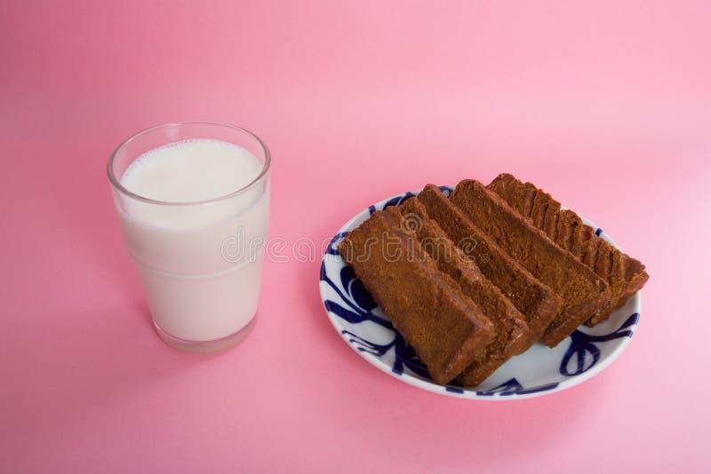 Melk en broodbeschuit stock fotografie