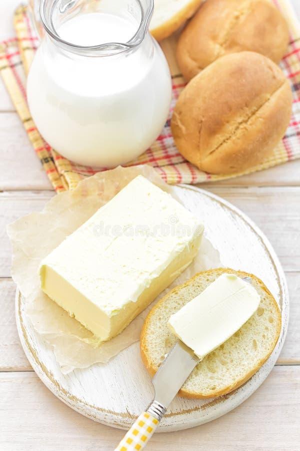 Melk en broodjes royalty-vrije stock fotografie