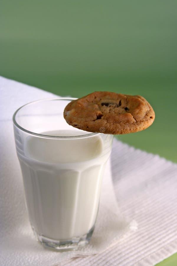 Melk en koekje royalty-vrije stock afbeelding