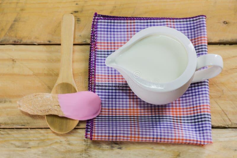 Melk en Koekjes stock afbeeldingen