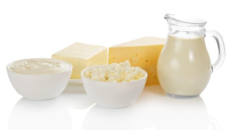 Melk, kom met kwark en zure room stock foto