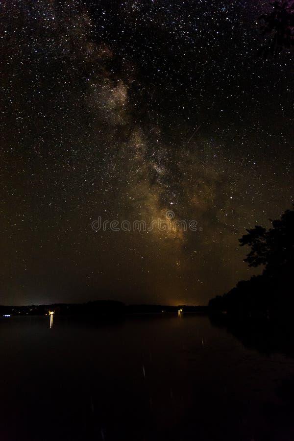 Melkachtige manier over Stille peacful de zomernacht van Meernamekagon Wisconin royalty-vrije stock fotografie