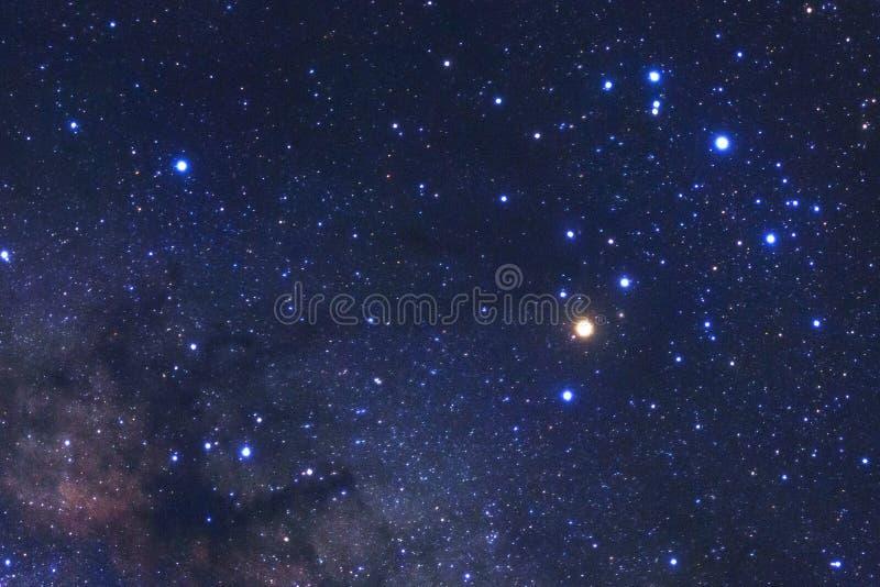 Melkachtige maniermelkweg met sterren en ruimtestof in het heelal stock fotografie
