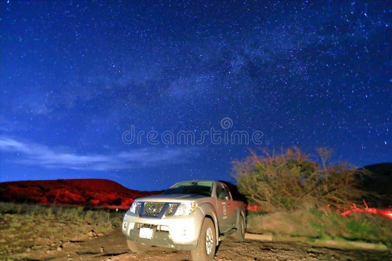 Melkachtige maniermelkweg met sterren op een nachthemel in maunakea royalty-vrije stock afbeeldingen