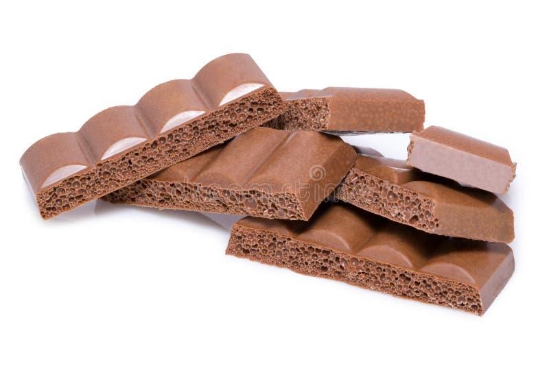 Melkchocolastukken op witte achtergrond van hoogste mening stock foto