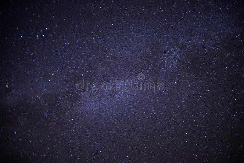 Melkweg bij 4 o& x27; klok in de ochtend royalty-vrije stock afbeeldingen