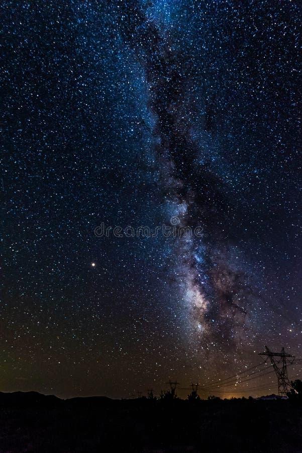 Melkweg die over de Woestijn van Arizona toenemen royalty-vrije stock fotografie