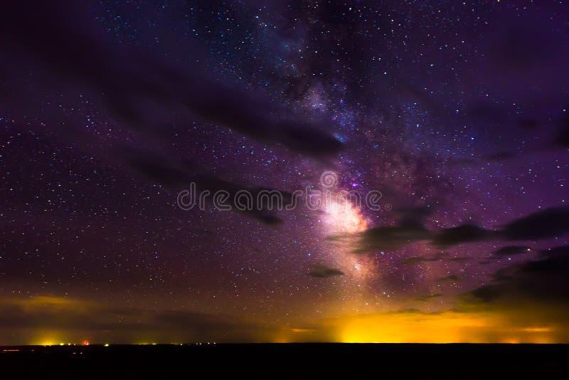 Melkweg die over het Nationale Park van Badlands toenemen stock foto's