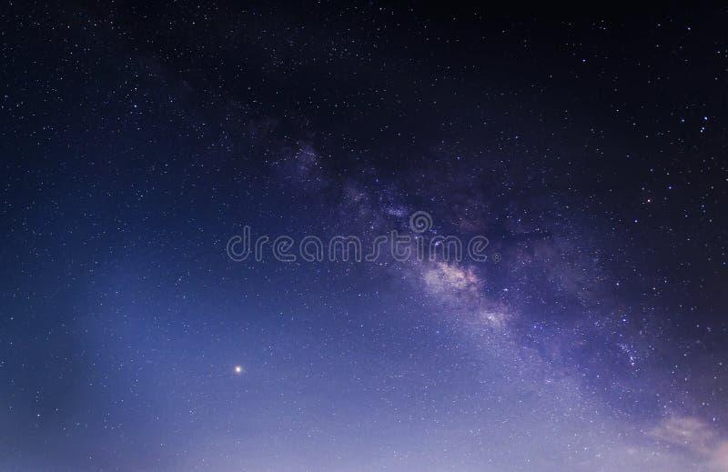 Melkweg milkyway op de achtergrond van de nachthemel stock afbeelding