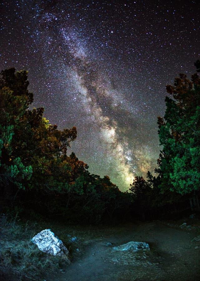 Melkweg Mooie de zomernacht in de Oekraïne stock afbeelding