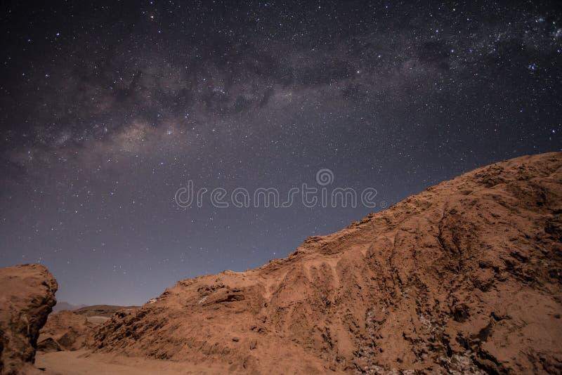 Melkweg over Atacama-woestijn, Chili stock afbeeldingen