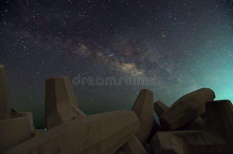 Melkweg over Dolosse stock afbeelding