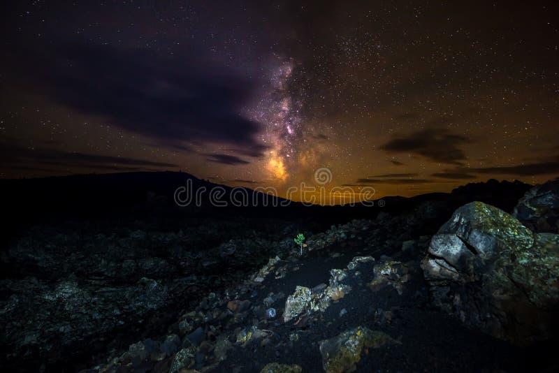 Melkweg over Kraters van het Maan Nationale Domein royalty-vrije stock afbeelding