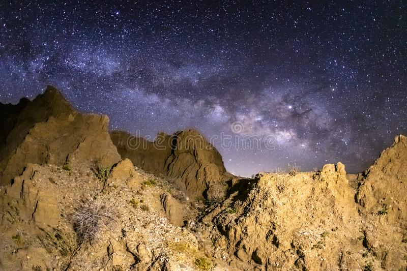 Melkweg over Marslike Badlands in de Woestijn anza-Borrego royalty-vrije stock afbeeldingen