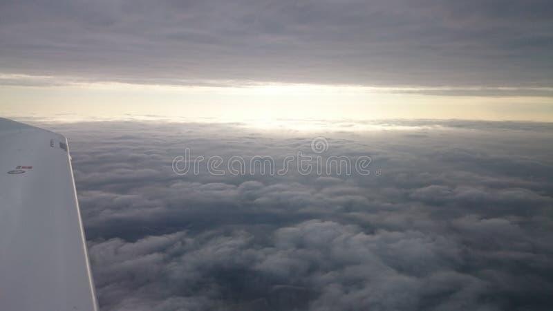 Mellan moln royaltyfria foton