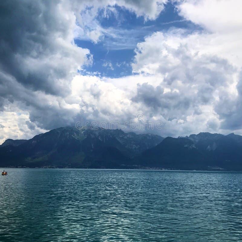 Mellan Schweiz och Frankrike royaltyfria foton