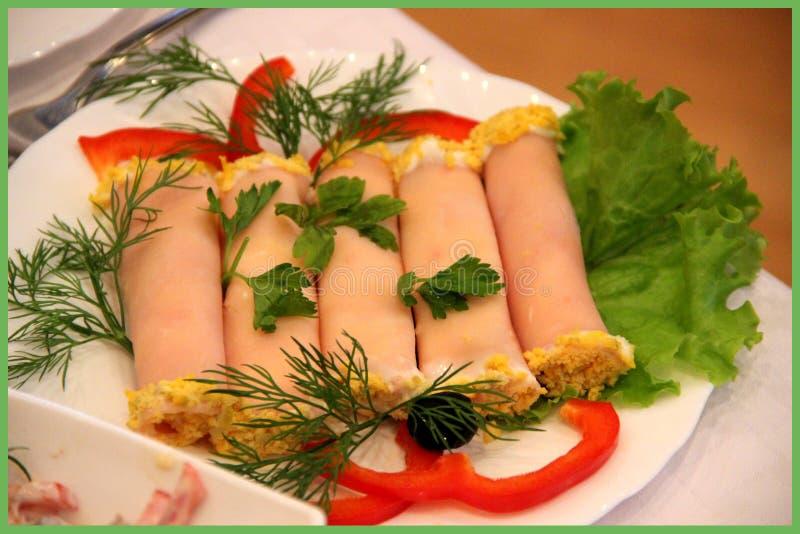 Mellanmål peppar, sallad, oliv, mat, ägg arkivfoton