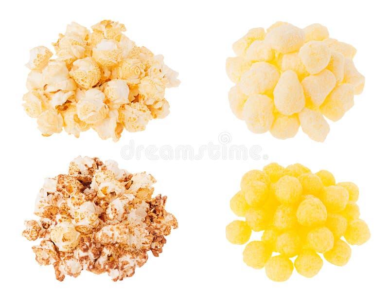 Mellanmålsamling - olika popcorn- och havrepinnar i högar som isoleras på vit bakgrund arkivbild