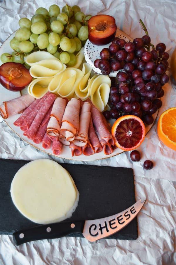 Mellanmåltid för någon! kanske utom strikt vegetarian! royaltyfri foto