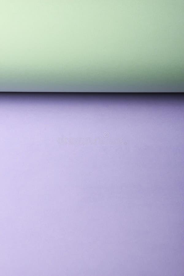 Mellanrum färgad pappers- bakgrund royaltyfria foton