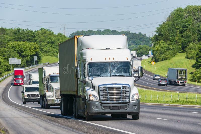 Mellanstatlig trafik för tung sommar royaltyfri bild