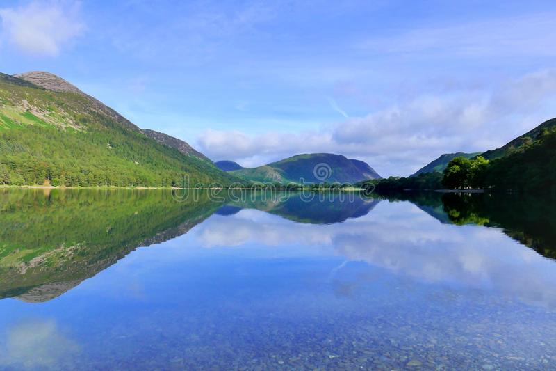 Mellbreak halni odbicia, Buttermere, Cumbria obrazy stock