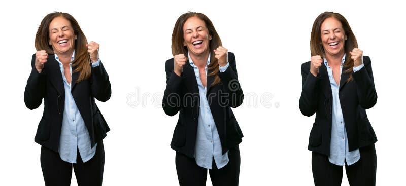 Mellersta ålderaffärskvinna med långt hår fotografering för bildbyråer