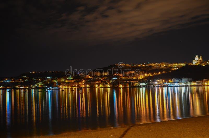 Mellieha海湾在夜之前,马耳他 免版税库存照片