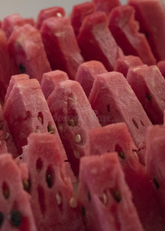 Mellon rouge découpe en tranches étroitement vers le haut de la vue de côté photographie stock libre de droits