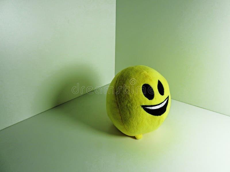Melma rotonda gialla con le piccole gambe immagini stock libere da diritti