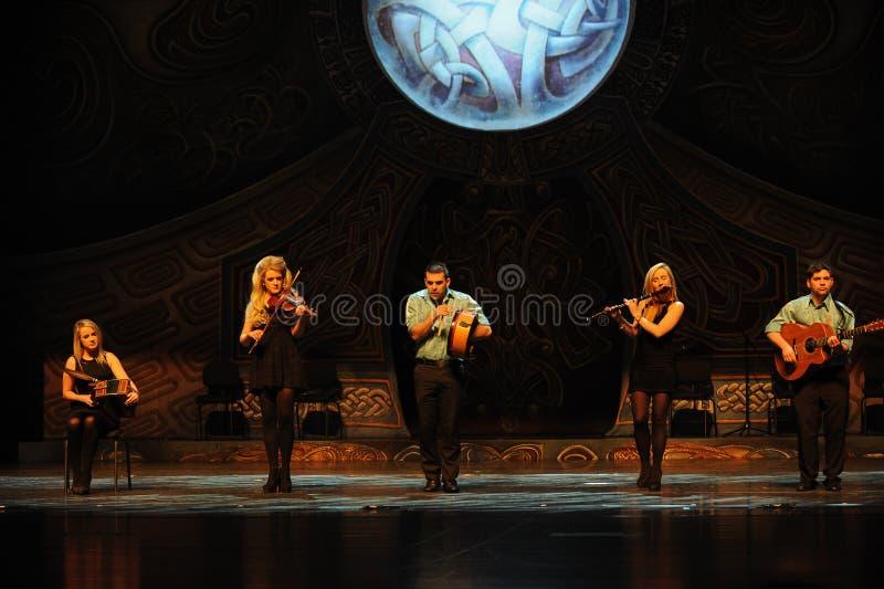A melodia irlandesa da música---A dança de torneira nacional irlandesa da dança imagens de stock