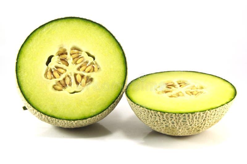 Meloen die op witte achtergrond met het knippen van weg wordt geïsoleerdw stock afbeelding
