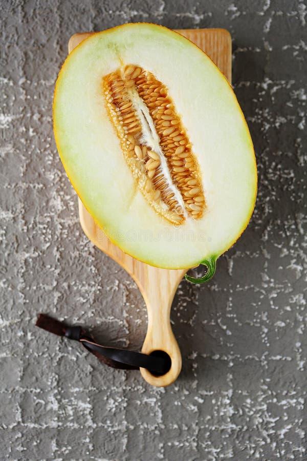 Meloen op scherpe raad royalty-vrije stock fotografie