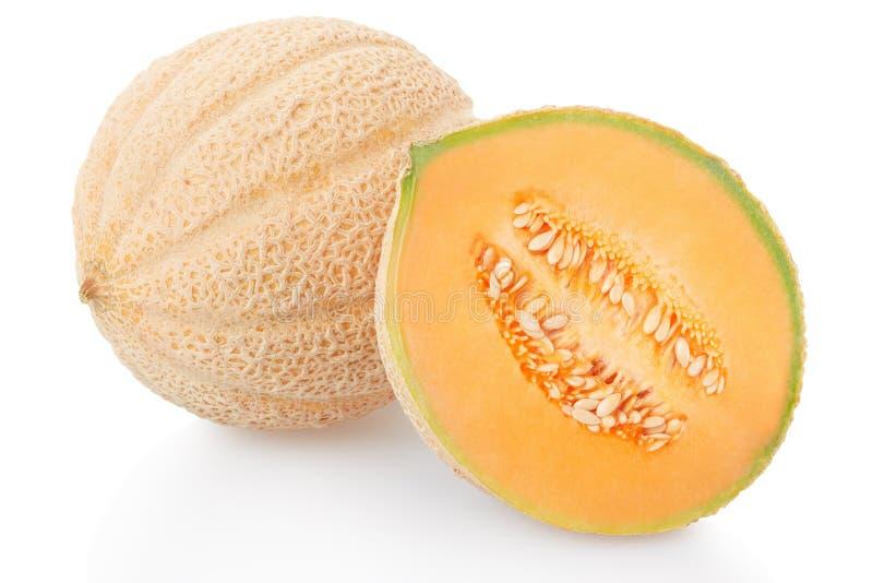 Melon et moitié de cantaloup sur le blanc images stock
