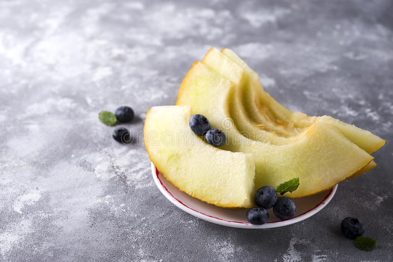 Melon jaune coupé en tranches image libre de droits