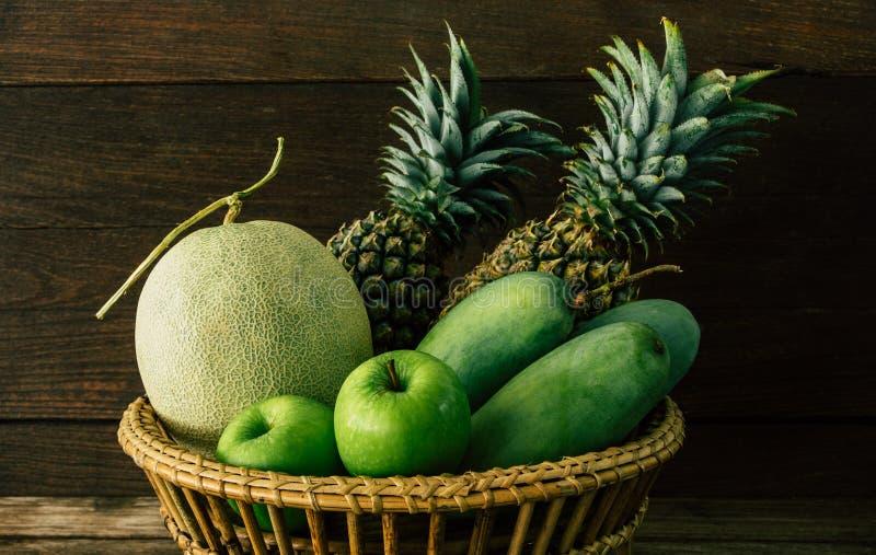 Melon, mangue, ananas, pomme photographie stock