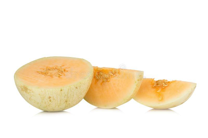 melon( sunlady) кусок половинно белизна изолированная предпосылкой стоковые фотографии rf