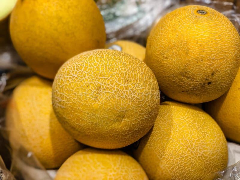 melones frescos en el mercado fotografía de archivo libre de regalías
