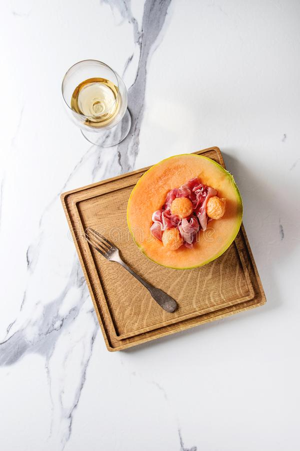 Melonu i baleronu sałatka obraz royalty free
