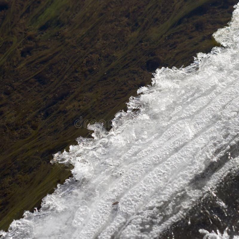 Melts края льда весной стоковые фото