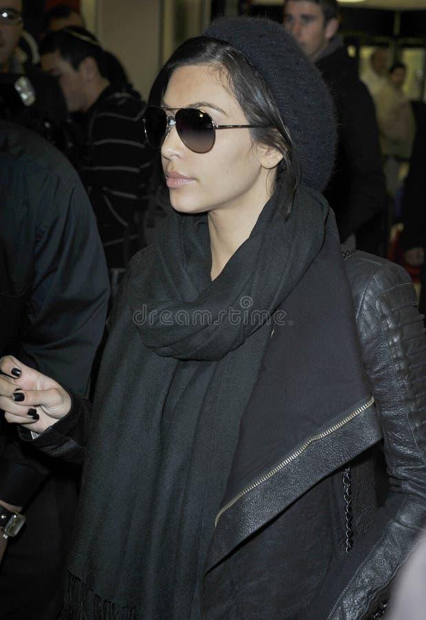 Membre de la haute société Kim Kardashian à l'aéroport de LAX, CA images libres de droits