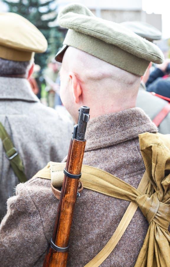 Membre non identifié de bataille historique de reconstitution dans l'uniforme d'armée image stock
