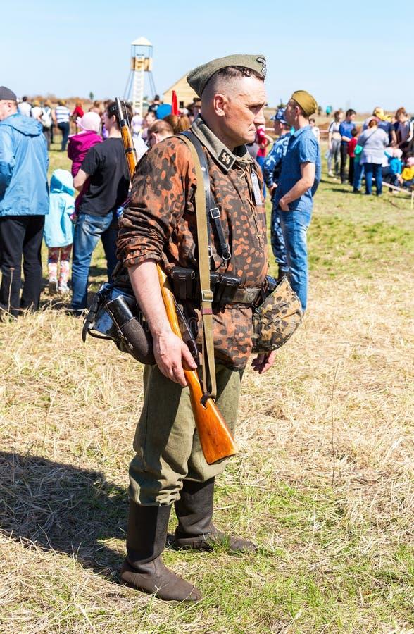 Membre non identifié de reconstitution historique dans les forces terrestres de l'Allemagne uni photo stock