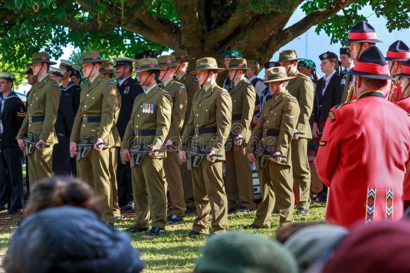 Membres des forces armées du Nouvelle-Zélande dans l'uniforme de robe images libres de droits