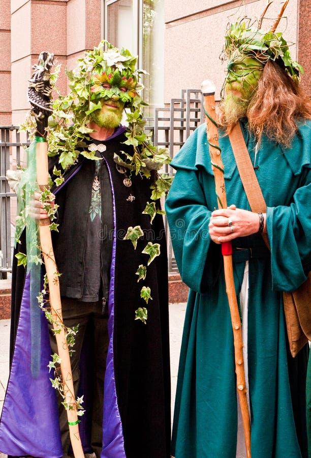 Membres du défilé de festival de Beltane. photographie stock libre de droits
