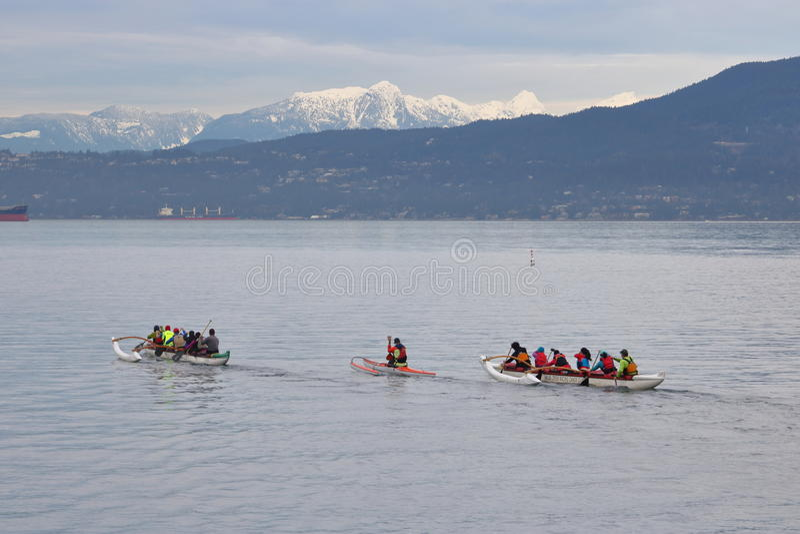 Membri del club della canoa dei corridori di False Creek fotografia stock