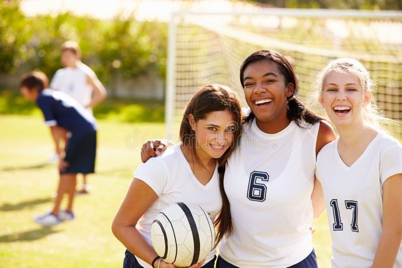 Membri della squadra di calcio femminile della High School fotografia stock