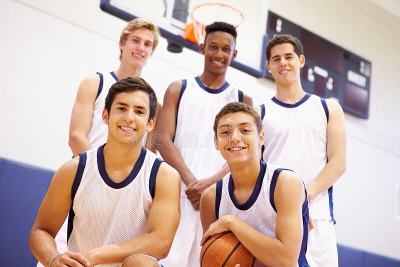 Membri della squadra di pallacanestro maschio della High School fotografia stock